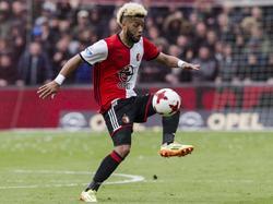 Tonny Vilhena controleert de bal tijdens het competitieduel Feyenoord - FC Utrecht (16-04-2017).