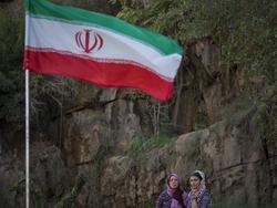 """""""Lasst iranische Frauen ins Stadion"""", so die Forderung auf einem Banner"""