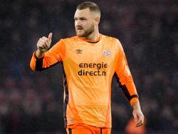 PSV-doelman Jeroen Zoet draagt voor de verandering een oranje tenue in het duel met Vitesse. (18-03-2017)