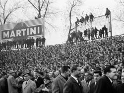 Eine vollbesetzte Glückauf-Kampfbahn in den 60er Jahren