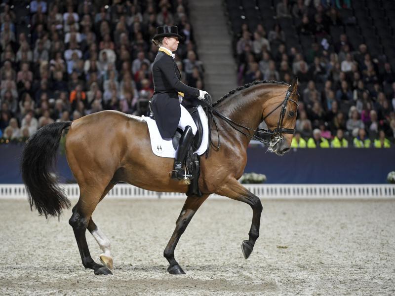 Dressurreiterin Isabell Werth auf ihrem Pferd Emilio