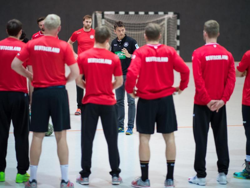 Bundestrainer Christian Prokop vor dem Training bei der Mannschaftsansprache