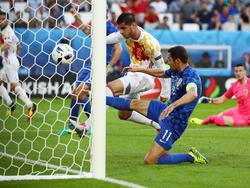 Morata drückt den Ball über die Linie
